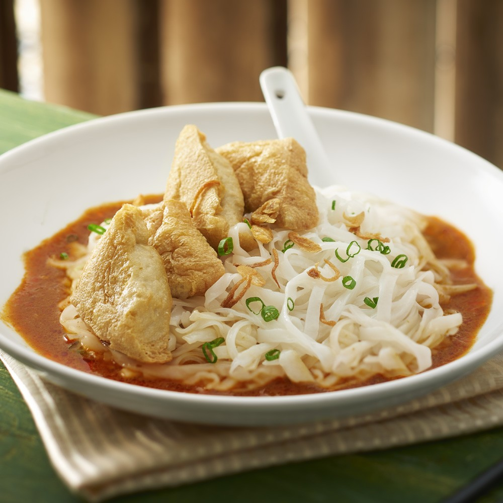 Ipoh Kway Teow Curry Sauce with Stuffed Beancurd Puff