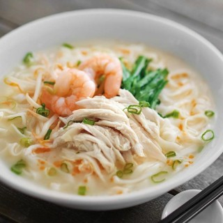 Ipoh Kway Teow Soup with Prawns + Chicken Slices
