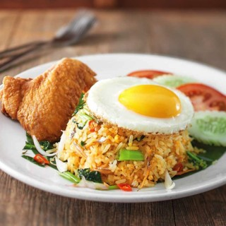Kampung Fried Rice with Egg + Chicken Wing (1 Piece)